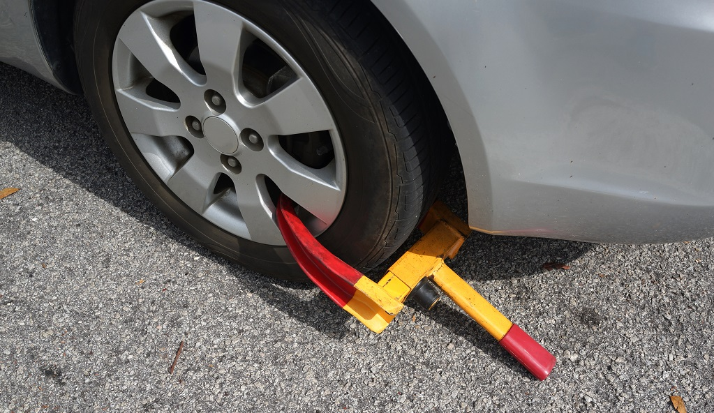 tire wheel clamped